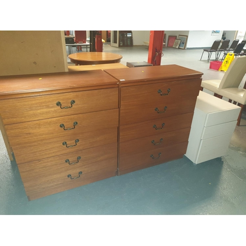 829 - Two matching chest of drawers and a bedside cabinet...