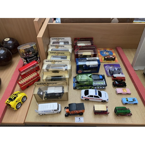 5 - Boxed Lledo cars and playworn cars including Welly...