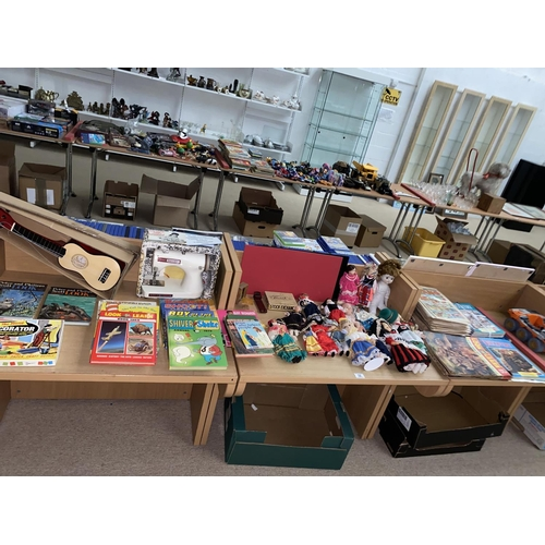 32 - Vintage children's toys, dolls, books, comics etc including sewing machine and Ukulele...