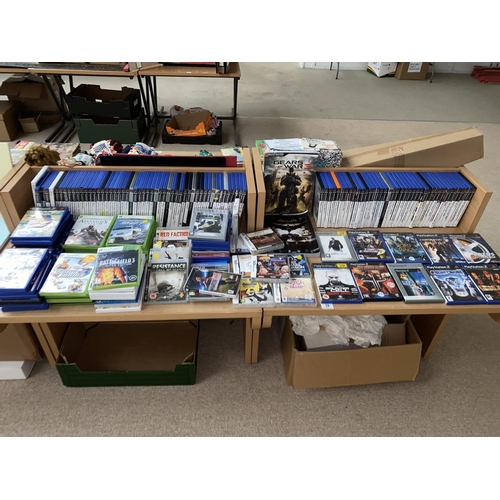 39 - A large quantity of Xbox, PlayStation and DS games plus two gaming guides...