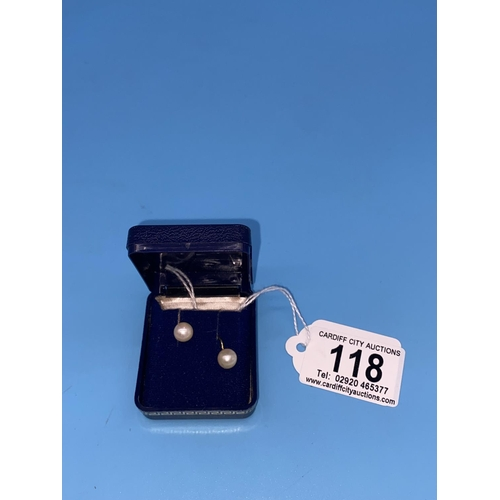 118 - A pair of 9k gold and pearl clip on earrings