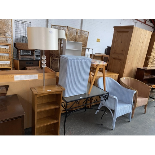 559 - Mixed furniture to include Lloyd loom style chairs, side table, lamp etc.