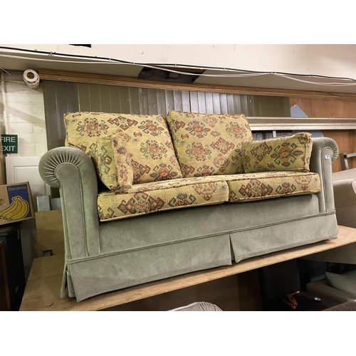 33 - Two seater settee