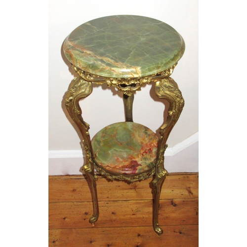 100 - ITALIAN ORNATE BRASS STAND WITH A GREEN ONYX CIRCULAR TOP AND UNDERTIER ON THREE SHAPED FEET (H. 78....
