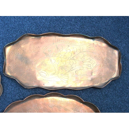 145 - ARTS & CRAFTS SHAPED OVAL COPPER TRAY ENGRAVED WITH TWO FISH WITHIN A WAVY BORDER (56.2 X 27 CM) ART...