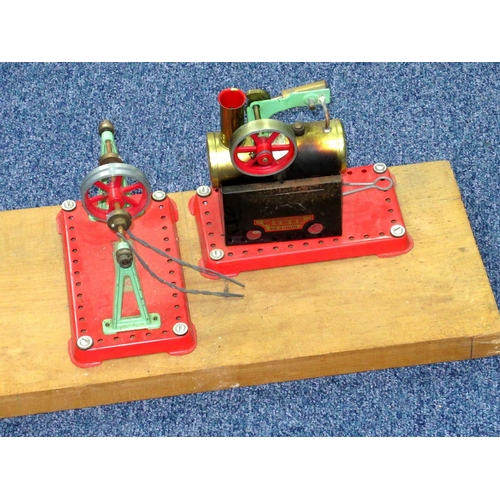 159 - A MAMOD STATIONARY STEAM ENGINE WITH FIREBOX AND A BANDWHEEL ON A PINE STAND (L. 62.3 CM W. 19.7 CM ...