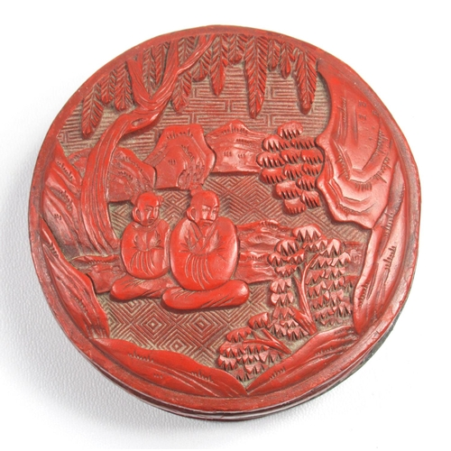 171 - CHINESE CINNABAR LACQUER CIRCULAR BASE, THE COVER WITH TWO SEATED FIGURES IN A GARDEN (H. 3.5 CM, D....