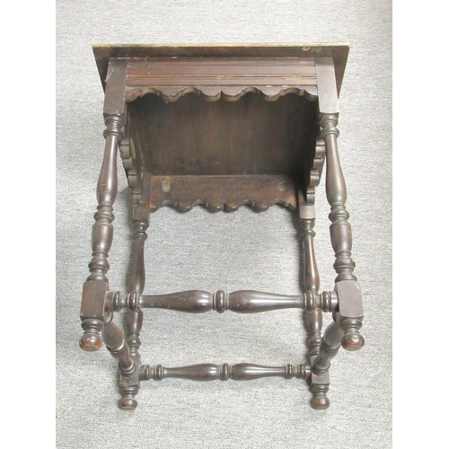 175 - AN EDWARDIAN MAHOGANY FINISH TABLE WITH A CARVED SQUARE TOP, SHAPED FRIEZE ON BALUSTER LEGS AND STRE...