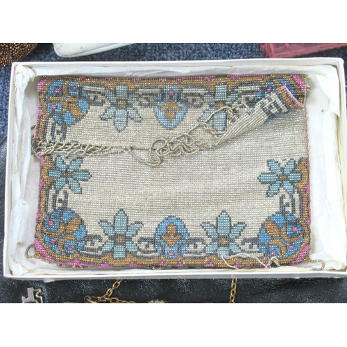 177 - A VERY FINE BEADWORK EVENING CLUTCH BAG, AND A COLLECTION OF VARIOUS HANDBAGS AND PURSES (19)...