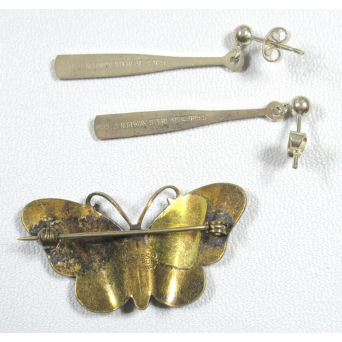 186 - NORWEGIAN GILT WHITE METAL AND PALE GREEN ENAMEL BUTTERFLY BROOCH (W. 4 CM) AND A PAIR OF SIMILAR EA...