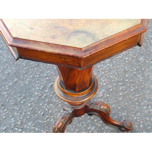 164 - VICTORIAN WALNUT TRUMPET & FLORAL INLAID OCTAGONAL WORK TABLE ON THREE CARVED LEGS (H. 71 CM, W. 43....