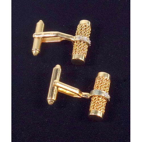 29 - PAIR OF YELLOW METAL CHAIN EFFECT CYLINDRICAL CUFF-LINKS, EACH SET FIVE DIAMONDS, TESTED AS 14 CT, G...