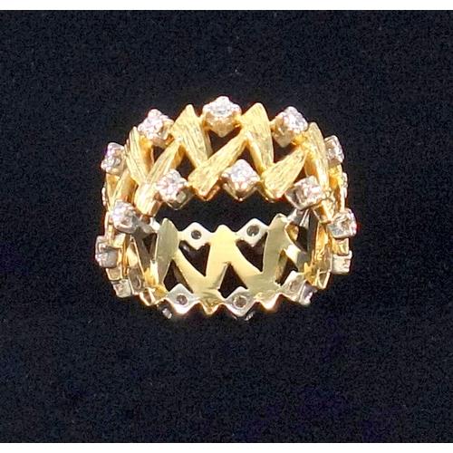 40 - YELLOW METAL ETERNITY RING (SIZE M) WITH PIERCED ZIG ZAG DECORATION, SET TWENTY TWO DIAMONDS, GROSS ...