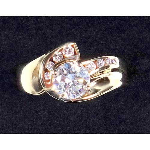 42 - YELLOW METAL RING (SIZE O 1/2) SET DIAMOND 1.2 CT APPROX. COLOUR 'F' VS2, AND EIGHT SMALLER DIAMONDS...