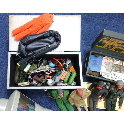 284B - ACTION MAN FIGURES, INCLUDING ASTRONAUT AND SPACE CAPSULE TOGETHER WITH KIT AND ACCESSORIES. (A LOT)...