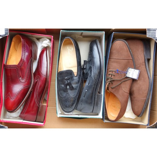 47 - THREE PAIRS OF GENTLEMAN'S SHOES COMPRISING TRICKER'S CORNICHE CHESTNUT LOAFERS SIZE 8; LOAKE & SONS...