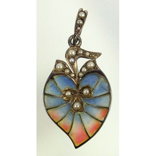 398 - ART NOUVEAU STYLE PLIQUE A JOUR SILVER LEAF SHAPED PENDANT INSET WITH POLYCHROME ENAMEL AND SEED PEA...