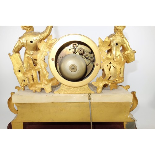 45 - A FRENCH GILT METAL MANTEL CLOCK, EIGHT-DAY MOVEMENT WITH A CIRCULAR WHITE ENAMEL DIAL AND ROMAN NUM...