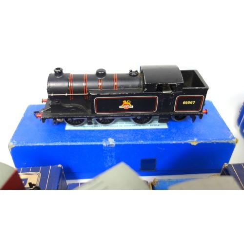 36 - Hornby Dublo EDL 18 Standard 2-6-4 Tank Locomotive B.R., boxed,  similar 6-2 locomotive 69567 in ass...