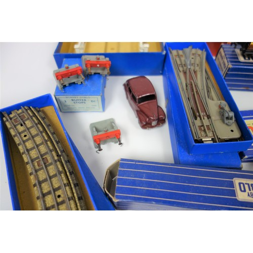 37 - Three boxes of Hornby Dublo Diamond Crossing  points, together with an isolating switch point, D1 Le...