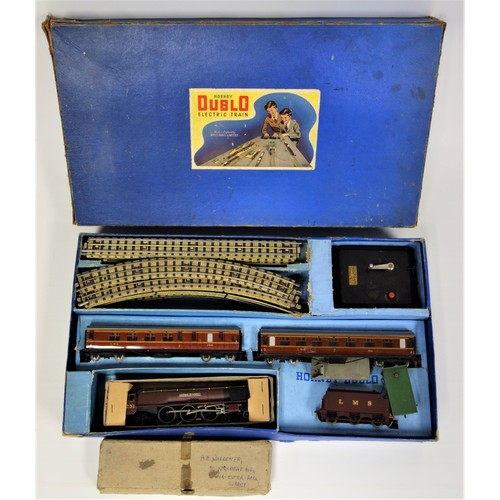 """34 - Hornby Dublo D1 Turntable, boxed, together with a Hornby Dublo Electric Passenger Train set EDP2 """"Du..."""