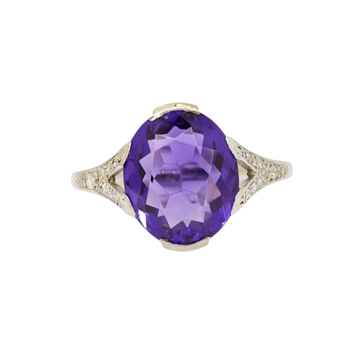 29 - AMTEHYST AND DIAMOND RING AMETHYST AND DIAMOND RING, set with a central oval amethyst of approx. 4.2...