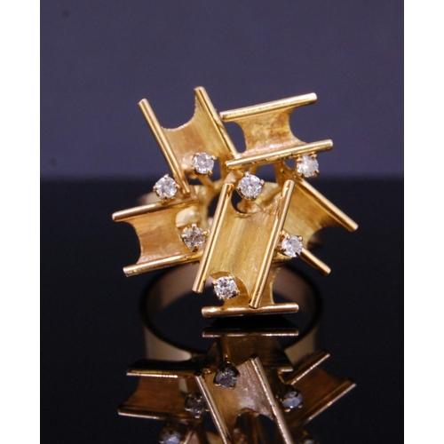 37 - RETRO DIAMOND RING RETRO DIAMOND RING OF ABSTRACT DESIGN, set with 7 diamonds totalling approx. 0.14...