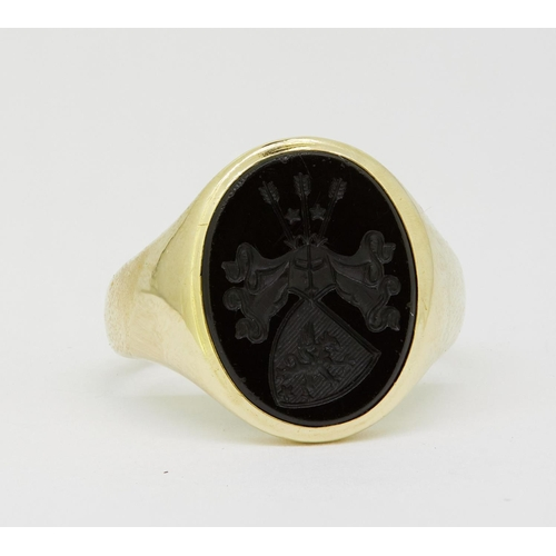 8 - ANTIQUE INTAGLIO SEAL RING ANTIQUE INTAGLIO SEAL RING, set with a carved black stone depicting a shi...