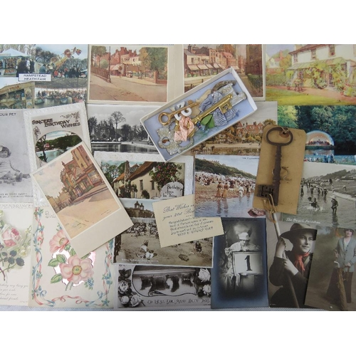 689 - Quantity of 17 sorted vintage postcards and greetings cards in fine condition together with a small ...