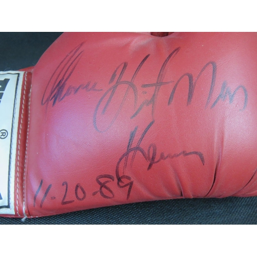 77 - An Everlast boxing glove signed by Thomas 'Hitman' Hearn; 26cm long....