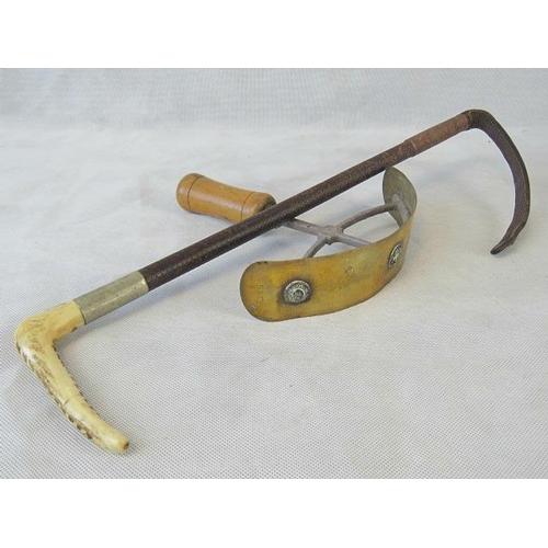 29 - A vintage brass sweat scraper with wooden handle. Together with a horn handled riding crop....