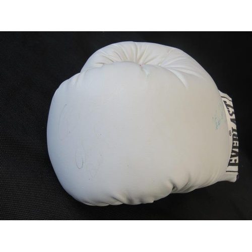 78 - A white Everlast boxing glove signed by Oba Carr with two other indistinct signatures; 29cm long....