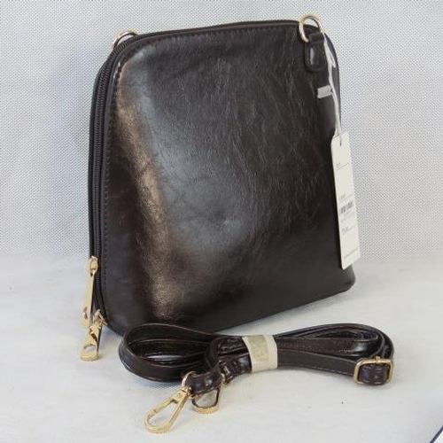 160 - Handbag. Dark brown, shoulder strap, zip closure, two internal zip pockets. 22cm wide....