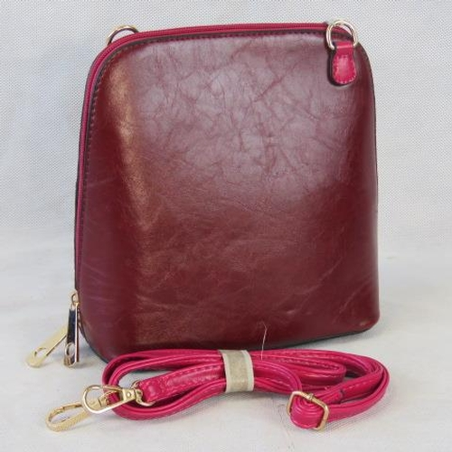 162 - Handbag. Red/dark pink, shoulder strap, zip closure, two internal zip pockets. 22cm wide....