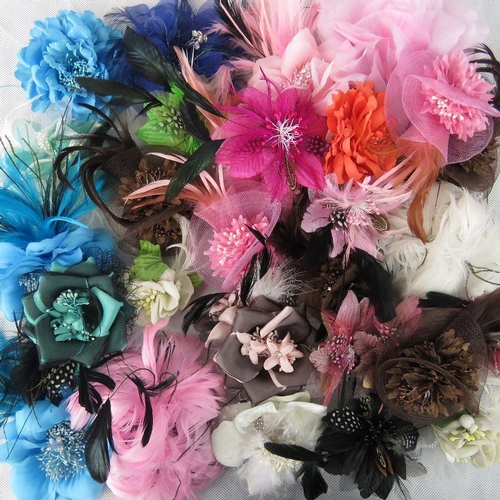 288 - Brooches/stick on flower and feather arrangements. Approx twenty-nine in mixed colours....