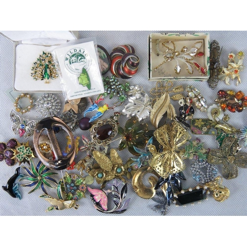 137 - Costume jewellery; collection of 20thC brooches depicting floral arrangements, a white metal filigre...