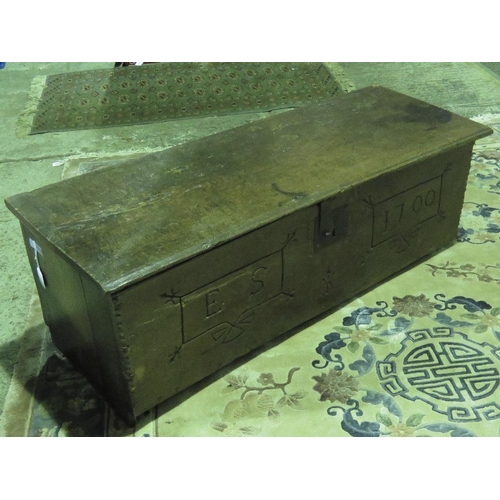 1105 - A low coffee bach 104cm wide, lid lifting to reveal compartment within and bearing 'date' 1700 upon....