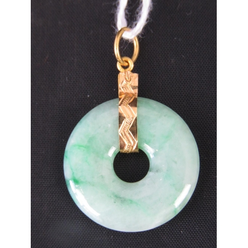 131 - A green jade disk with yellow metal (probably 22ct gold) pendant, 3.5cm long, 4.44g...