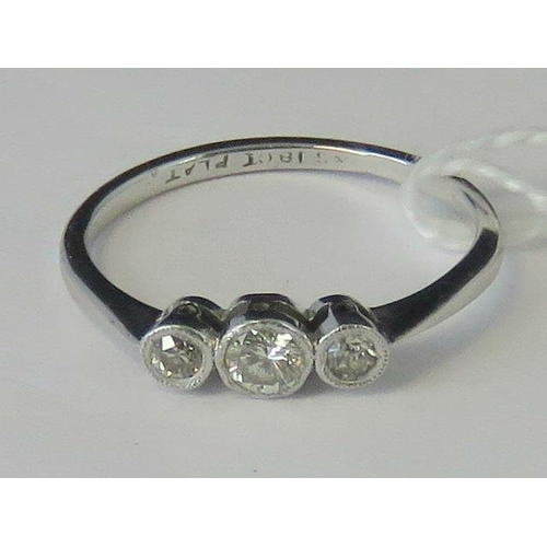 278 - An 18ct white gold and platinum three stone diamond ring, graduated diamonds approx 0.2ct total, set...
