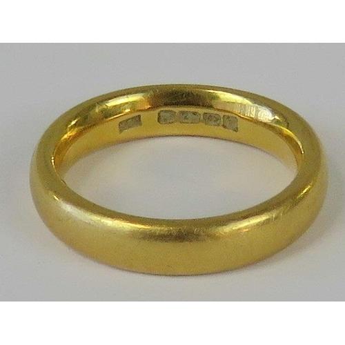 361 - A 22ct gold ring, hallmarked Birmingham 22ct, size R, 12.6g...
