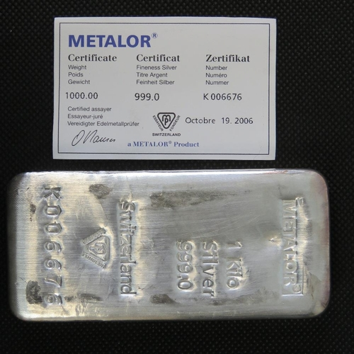 35 - A 1kg 999.0 solid silver ingot complete with Metalor certificate No K006676. 32.15ozt...