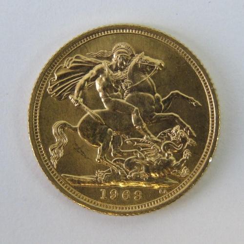 450 - A 22ct gold Elizabeth II 1963 full sovereign, 8g....