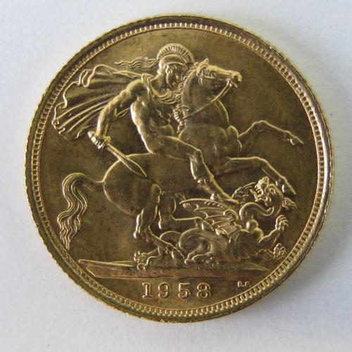 452 - A 22ct gold Elizabeth II 1958 full sovereign, 8g....