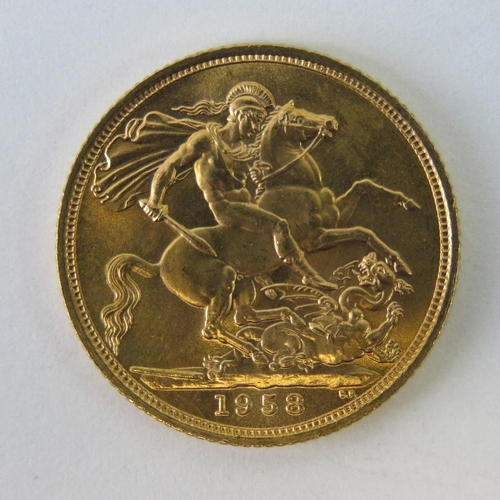 453 - A 22ct gold Elizabeth II 1958 full sovereign, 8g....