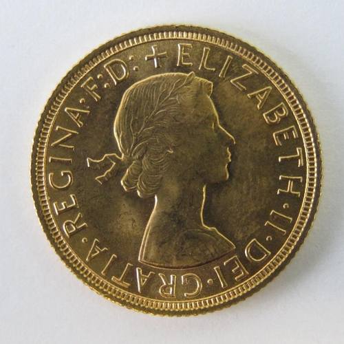 453 - A 22ct gold Elizabeth II 1958 full sovereign, 8g....