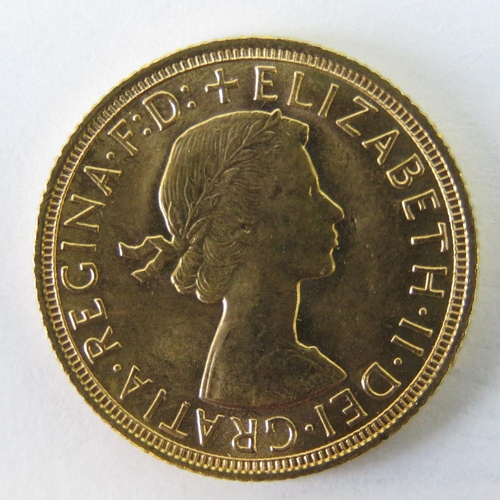 457 - A 22ct gold Elizabeth II 1958 full sovereign, 8g....