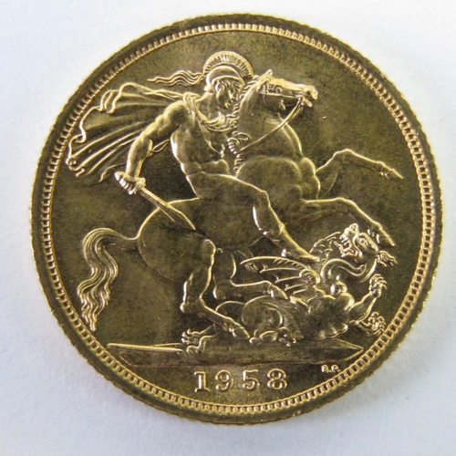 458 - A 22ct gold Elizabeth II 1958 full sovereign, 8g....