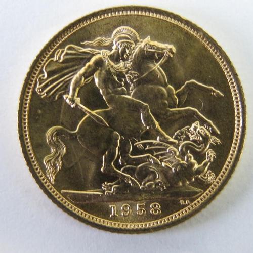459 - A 22ct gold Elizabeth II 1958 full sovereign, 8g....