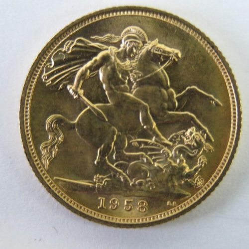 460 - A 22ct gold Elizabeth II 1958 full sovereign, 8g....