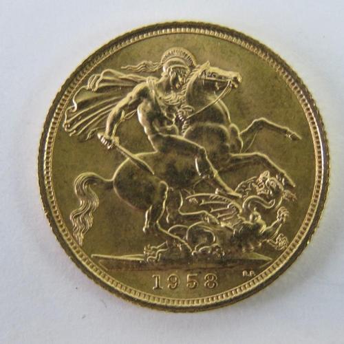 461 - A 22ct gold Elizabeth II 1958 full sovereign, 8g....